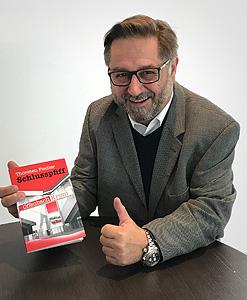 Daumen hoch für Schlusspfiff // Chefredakteur Autohaus Walter K. Pfauntsch